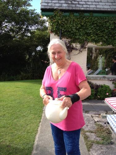 Geraldine offers tea